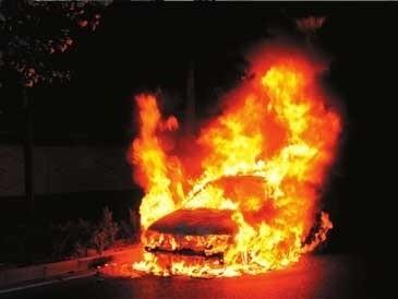 炎炎夏日,刚坐上驾驶座位,正准备打开车内空调前的我的感
