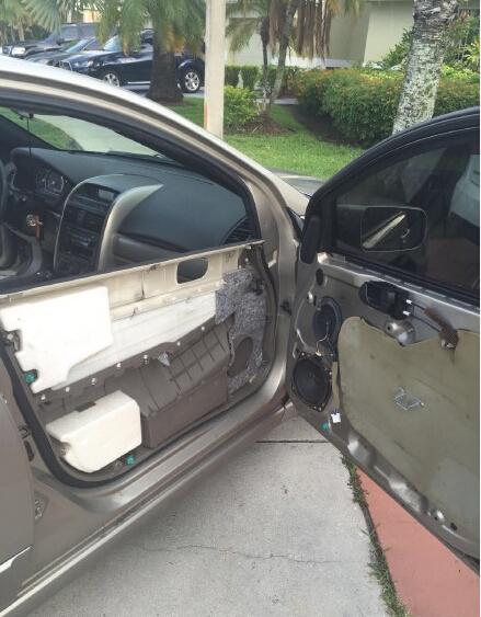 一位网友早上出门,结果开车门的时候………