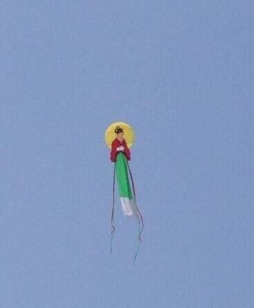这风筝要吓死人啊!
