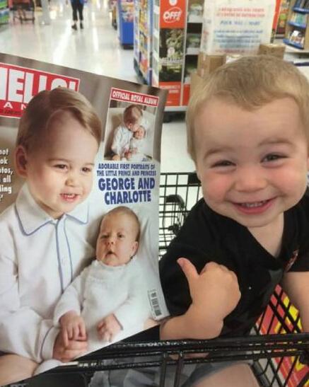 英国皇室王子照片公开之后各大报纸杂志都争相刊登,美国一个推特网友很无奈地晒出了自己的儿子,他儿子最近都兴奋得不得了,以为那是他自己。。。。。。。。。哈哈哈哈哈哈哈哈哈哈哈哈哈哈哈 真的很像啊(˶‾᷄ ⁻̫ ‾᷅˵)