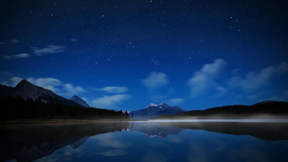 夜色真美,好久都没看到这么美的夜色了,以前以为那是只是个笑话,现在看来我特么真是近视了。@_@
