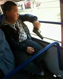 在公交车上我有点害怕。。。。。。