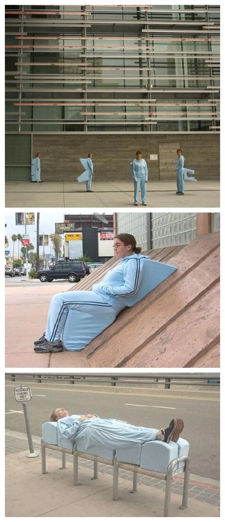 想买同款衣服穿,这样的话,坐地铁永远有座,一旦犯困,遍地是床。