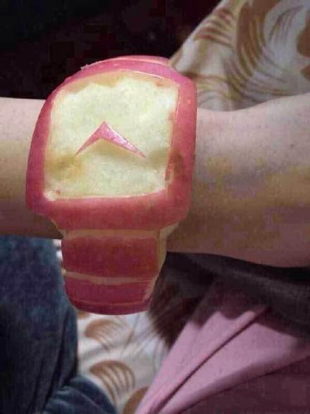 果Apple Watch Edision接受预定,早订早有,先订先得,限量版表盘还会随着时间变色呢!一天啃不出来太多,腮帮子太累,有预定的速度!