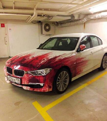 自从给车换了个涂装之后,就再也没遇到过碰瓷的了!