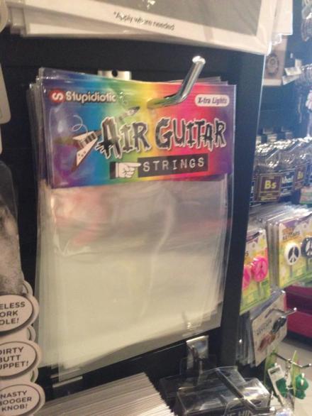 十一区商店里在卖空气吉他的弦……你怎么不去明抢啊