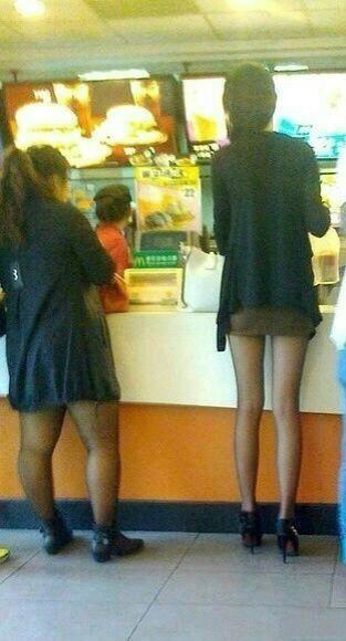 有些女人穿丝袜,显得身材好。还有一些女人穿丝袜,显得丝袜质量好。啊~多么痛的领悟啊......