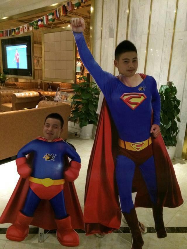 《爸爸去哪儿》又开始了!超人也带儿子来报名了!