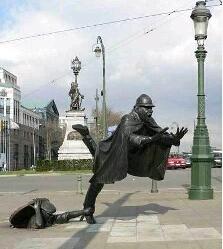 也不知道谁搞的雕塑,有点搞笑