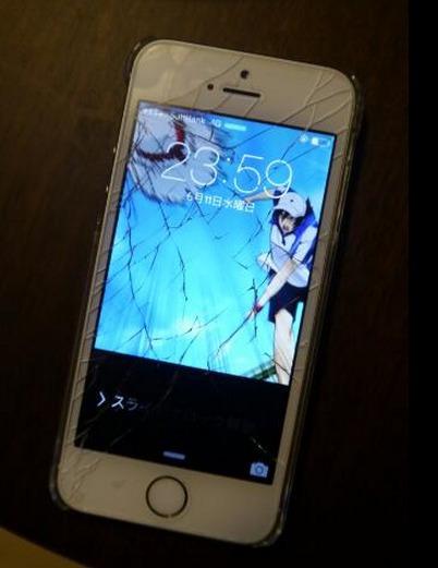手机屏幕摔坏了,但自从换上这个壁纸后瞬间变成了3D效果了
