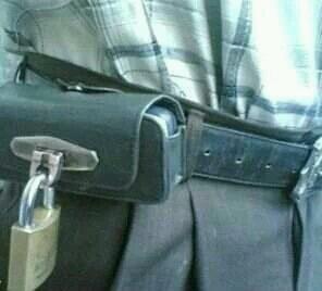 这手机值多少钱咱先不说,大叔,我想问您接电话时方便吗?