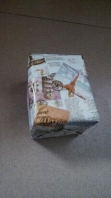 昨天在街上看到了同学  她还是那么穷  那么穷的往我碗里丢一个硬币