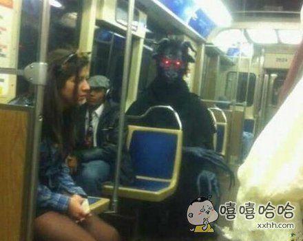 地铁里看到什么都不奇怪,现在人类都逆天了