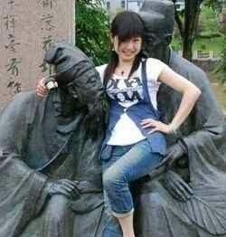 妹子,不要这么配合雕塑好吗?