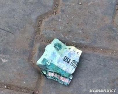 在街上看到这钱,不知道该不该捡。。。