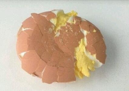 坐轻轨上班,把我蛋都挤爆了……幸亏不是茶叶蛋,不然直接破产了。
