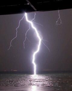 雷擊的瞬間,壯觀吧,