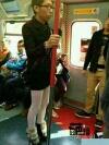 今天坐公车,,看到美腿,抬头一看。。然后额额