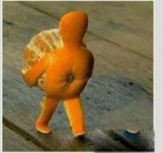 """新来的同事第一天上班,还不知道公司有饭后发水果的惯例。他吃完午饭,回来发现桌子上有个橘子,就问:""""谁的橘子放我桌子上了。""""一个老员工:""""是给你发的。""""他:""""为啥给我发。""""老员工调侃道:""""因为你长得帅呗。""""他看了看这个老员工,怀疑的问:""""那为啥你也发了?"""