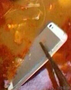 吃饭的时候,不要拍照。