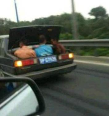 新买的敞篷车!
