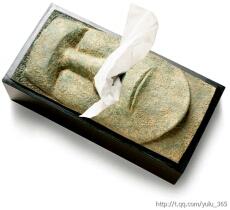 小江给外婆家买了一盒100抽的盒装纸巾,送去的时候,是外公接着的。第二天小江又去外婆家的时候,发现纸巾全部抽了出来。他就问外婆怎么会事儿,原来外公因为奇怪这盒东西怎么抽出一张还有一张,误认为是个聚宝盆,就一下将盒里的100张手纸全抽出来,以证明世上是绝不会有聚宝盆这东西的!
