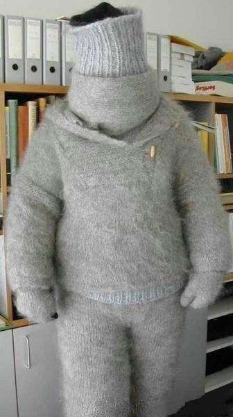 女友亲手织的毛衣,满满的都是爱啊!好温暖。。。