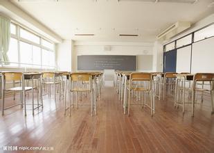最近学校制定了一个新规则:就是下课时要对老师说'老师辛苦了,老师请先走。'当下课时,全班男生都没说话,只有女生在喊'老师辛苦了···'      秒懂的赞啊!!!