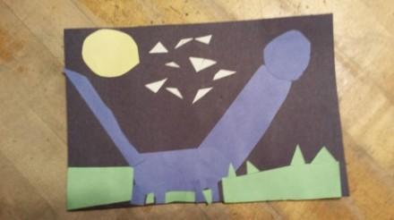 弟弟在美术课上拼的恐龙……