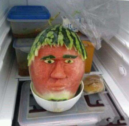 早上起来一开冰箱门吓死我了