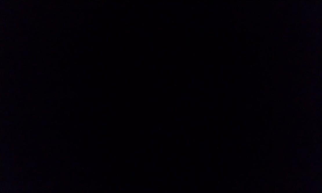 一二货晚上给一mm发短信:在干啥呢? mm:裸睡! 二货:发张照片过来看看行不? mm:灯光不好也要吗? 二货:嗯 mm: