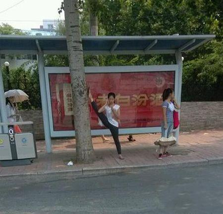等个公交车,至于那么霸气吗?