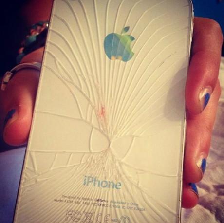 iPhone裂成这样是在暗示着什么吗?
