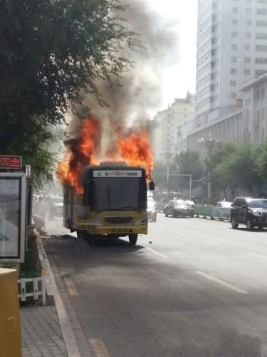 高温天气,啥都易怒!公交车发怒!