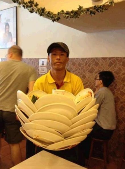 饭店的服务员要逆天了