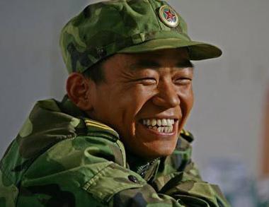 """新兵入伍,领导问以前谁打过枪?所有新兵都回答打过!领导顿时茫然了,问什么枪!一新兵弱弱的回答道:""""手枪""""领导释然!"""