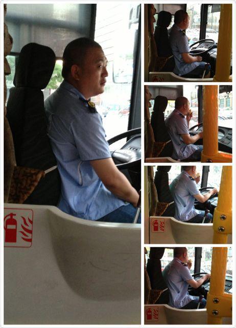 我们爱开公交车〜每一个红灯消灭一口香瓜〜很萌的司机叔叔有木有!!