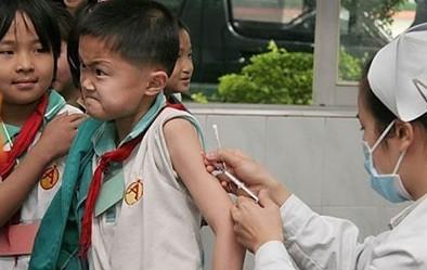 今天去学校帮小朋友打针,偶然发现有个小朋友好像是要豁出去了  - - ! @屌丝控