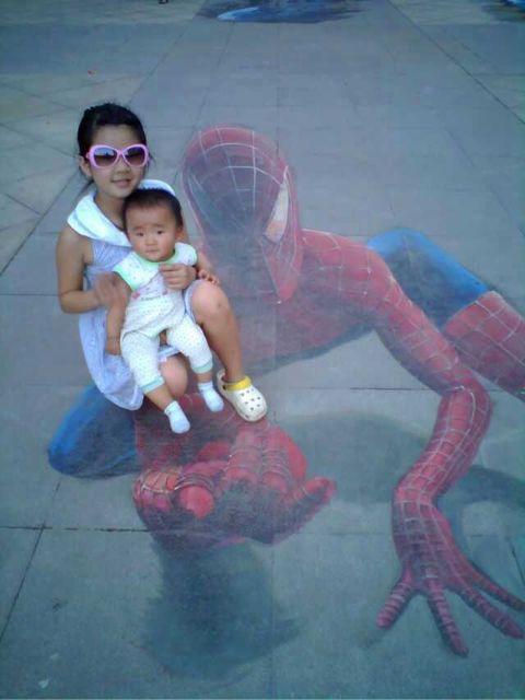 有一次,蜘蛛侠来到了我们身边。然后
