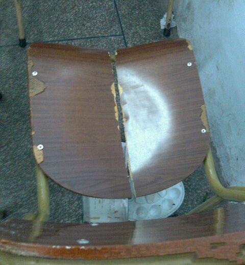 你的屁股功真厉害,椅子也能坐成两半