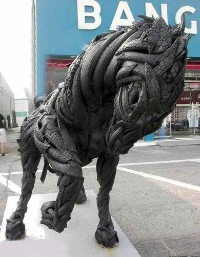 废弃的轮胎做的雕塑,帅气吧