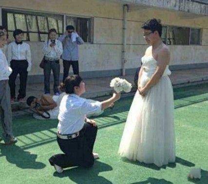 新郎新娘不是亮点,照相那个才是