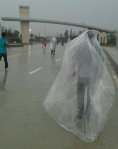 最霸气的雨衣,实用,大空间,拉风~
