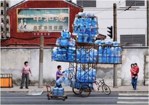 看到这一幕我深深的感受到,送水不仅仅是体力活