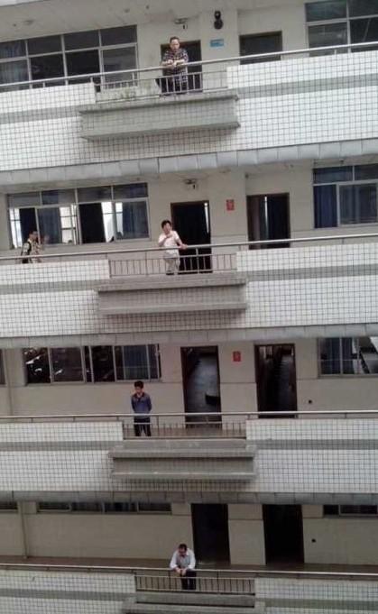 老师上课前的惆怅。