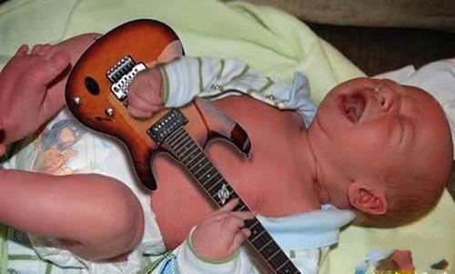 弟弟从小就是摇滚范儿
