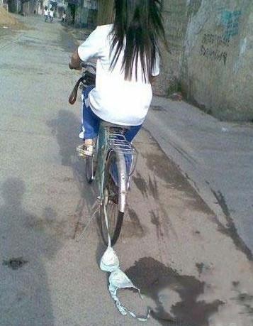 前方那位无罩驾驶的姑娘请停车接受检查!!!