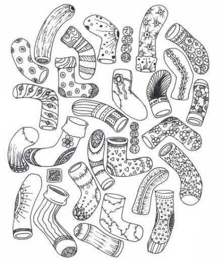 为什么袜子总是一只一只的丢?这个问题困扰了我好多年。就在刚才,我终于想通了。因为一下子丢两只的话,根本都不会注意到。