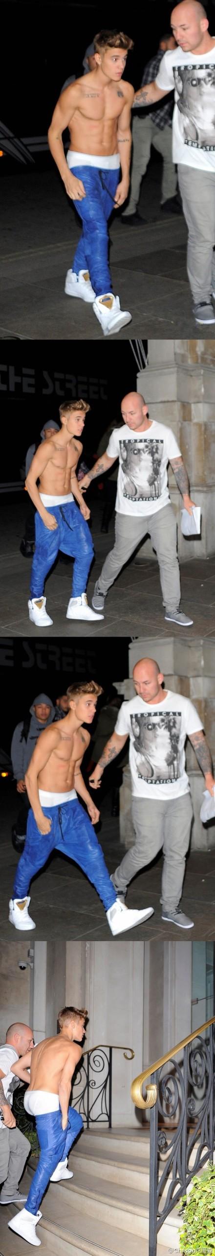 Justin Bieber今天迎来19岁生日,以往他最被大家吐槽的就是缺乏男性魅力。这回穿着招牌吊裆裤的他,半裸上身出现在家门口,展现非比寻常肌肉特质。外裤约等于没穿,别人都是露内裤边,有胆就像比宝一样背面全露!直到这一刻我们才发现,那个爱喝奶的大B宝终于长大啦!