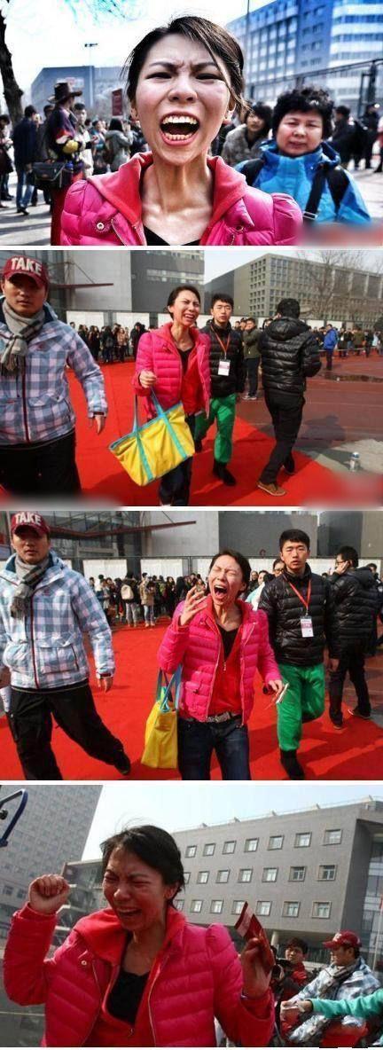 北电表演系放榜淘汰率近75% 一落选考生当场发飙。昨天,北京电影学院表演系复试放榜,1167名学生进入复试,初试淘汰率近75%!现场,一名女孩榜上无名,突然情绪失控在红毯上当场飙泪,嚎啕大哭! 网友评论:绝对的好演员苗子,爆发力超强!这表情,不上表演系亏了!